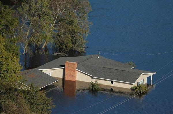 Затопленный дом после урагана Мэтью в Северной Каролине. 10 октября 2016