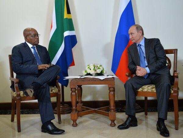 Президент РФ Владимир Путин и президент ЮАР Джейкоб Зума во время встречи в отеле Тадж Экзотик индийского штата Гоа
