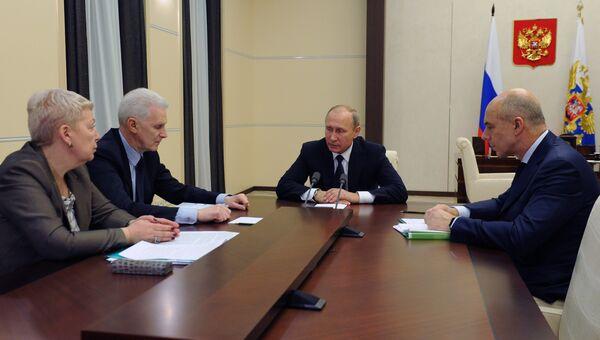 Владимир Путин провел совещание по вопросам финансирования фундаментальной науки. 17 октября 2016