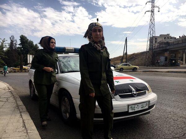 Сотрудницы сирийской полиции у КПП Бустан аль-Каср в Алеппо
