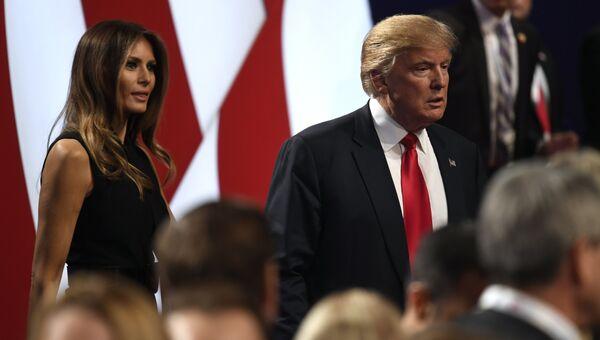 Кандидат в президенты США Дональд Трамп с супругой перед третьими дебатами. 19 октября 2016 года