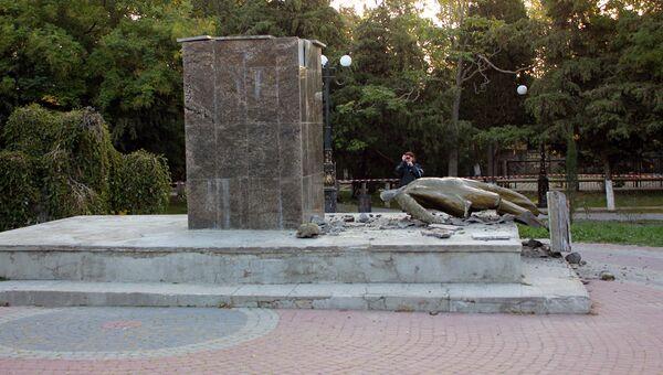 Памятник Владимиру Ленину в городскм саду Судака, разрушенный неизвестными в ночь на 21 октября