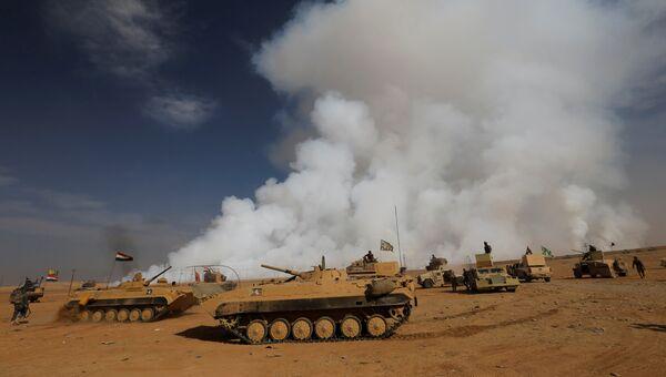 Бронетехника иракский вооруженных сил к югу от Мосула. Архивное фото