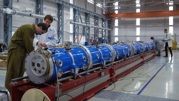 Монтаж элементов исследовательского ядерного нейтронного реактора ПИК
