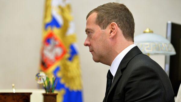 Председатель правительства РФ Дмитрий Медведев во время встречи с президентом РФ Владимиром Путиным в резиденции Ново-Огарево. 25 октября 2016