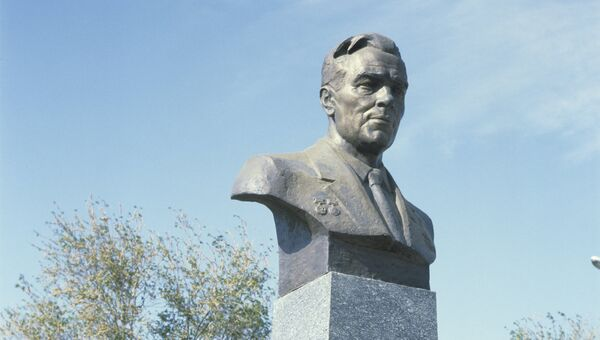 Памятник академику Михаилу Янгелю на Байконуре. Архивное фото
