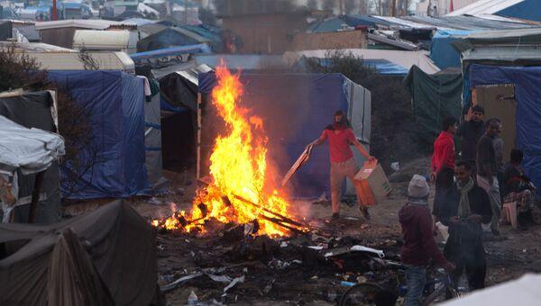 Беженцы в лагере Джунгли в Кале во Франции