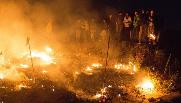 Пожар в лагере беженцев Джунгли в Кале во Франции