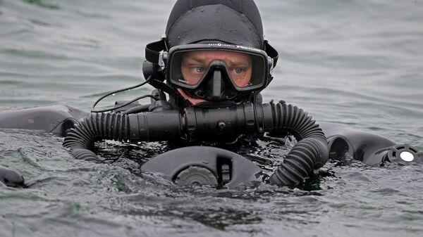 Тренировка пловцов-подводников Балтийской военно-морской базы