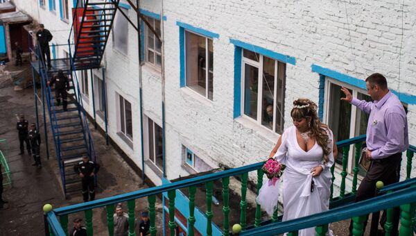 Свадьба в тюремной церкви на территории исправительной колонии в Омске