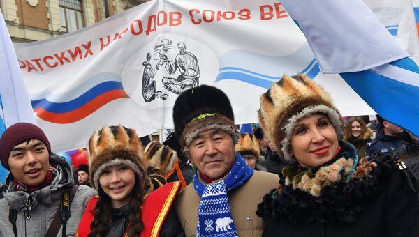 На марш в честь Дня народного единства в Москве вышло более 80 тысяч человек.