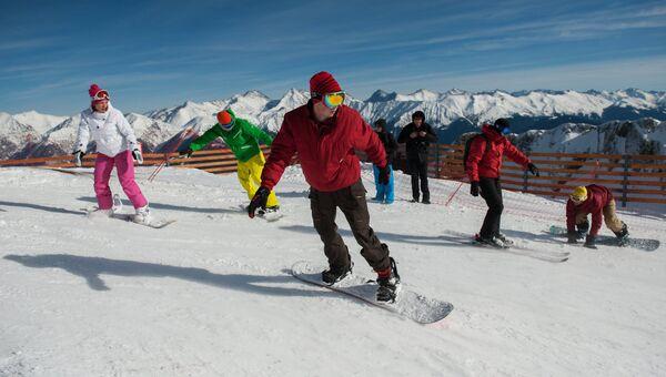 Отдыхающие на горнолыжном курорте Горки Город в Красной Поляне