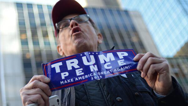 Сторонник кандидата в президенты США от республиканцев Дональда Трампа в Нью-Йорке в день выборов президента США