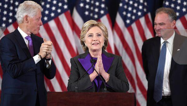 Хиллари Клинтон во время выступления в Нью-йорке