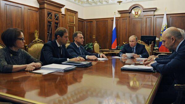 Владимир Путин проводит в Кремле совещание по экономическим вопросам. 11 ноября 2016
