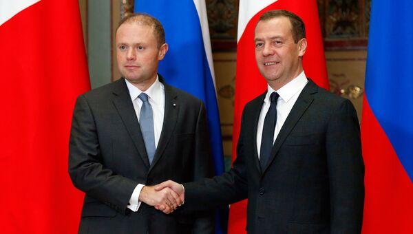 Председатель правительства РФ Дмитрий Медведев и премьер-министр Мальты Джозеф Мускат во время встречи в Москве. 15 ноября 2016