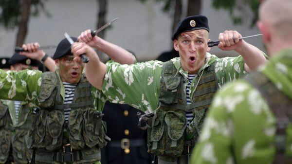 Морские пехотинцы во время праздничных мероприятий посвященных Дню морской пехоты в Севастополе