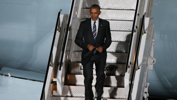 Президент США Барак Обама в аэропорту Берлин-Тегель, Германия. Ноябрь 2016 года