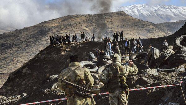 На месте обвала в шахте по добыче меди в провинции Сиирт на юго-востоке Турции