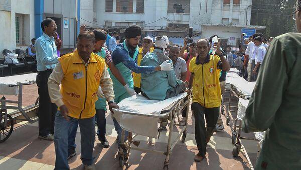 Пострадавший в результате крушения поезда в штате Уттар-Прадеш, Индия