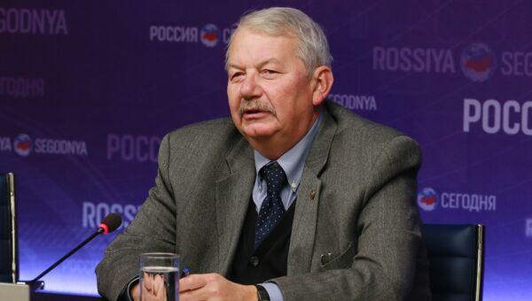Сергей Рогов, советский и российский политолог, действительный член Российской академии наук, доктор исторических наук, профессор. Архивное фото
