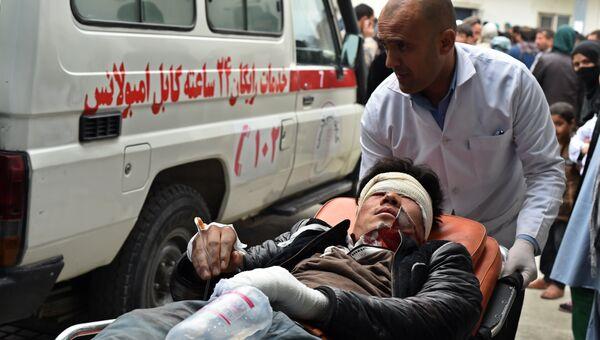 Пострадавший в результате взрыва в Афганистане. Архивное фото