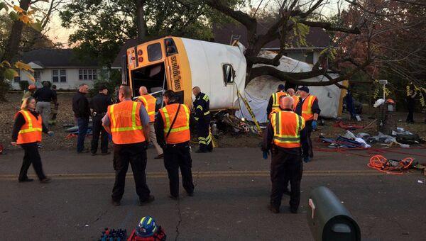 Место аварии школьного автобуса в американском городе Чаттануга. Архивное фото