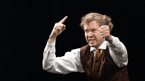 Артист Евгений Миронов в роли Лопахина в спектакле Вишневый сад театра MENO FORTAS  в Вильнюсе