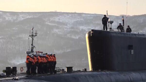 Встреча подводников прибывшего на базу крейсера Александр Невский на Камчатке