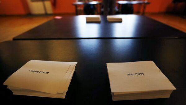 Бюллетени с именами Жюппе и Фийона для голосования на втором туре праймериз во Франции, 27 ноября 2016