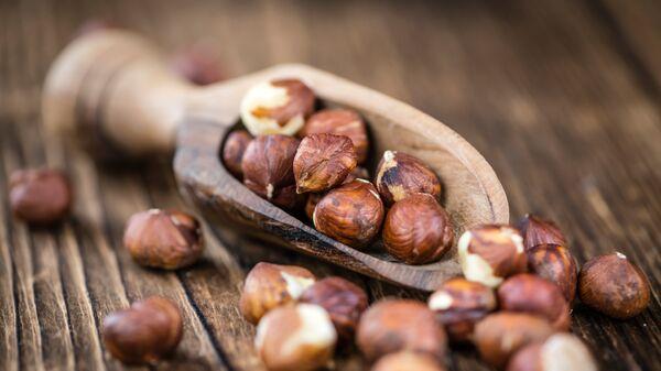 Очищенные плоды лесного ореха