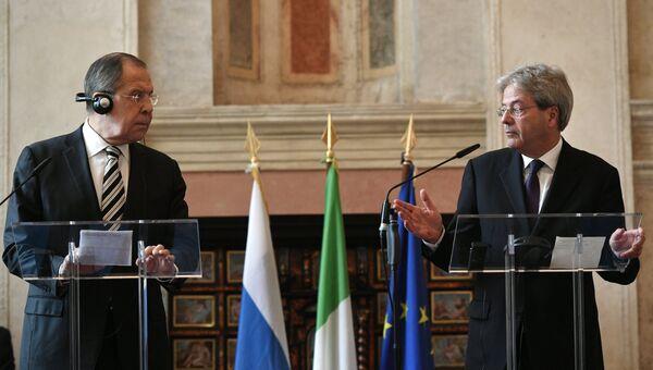 Министр иностранных дел РФ Сергей Лавров и глава МИД Италии Паоло Джентилони. Архивное фото