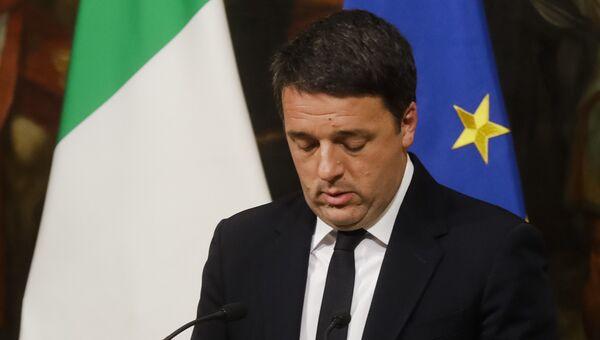 Премьер-министр Италии Маттео Ренци во время специально созванной пресс-конференции по итогам референдума в Италии. 5 декабря 2016