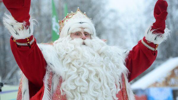 Дед Мороз из Великого Устюга во время праздника в Центральном парке культуры и отдыха имени В.В.Маяковского Екатеринбурга