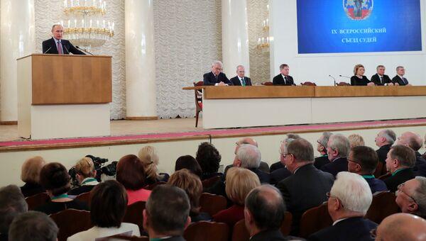 Президент РФ Владимир Путин на IX Всероссийском съезде судей в Москве. 6 декабря 2016