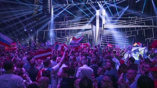 Зрители во время финала конкурса Евровидение