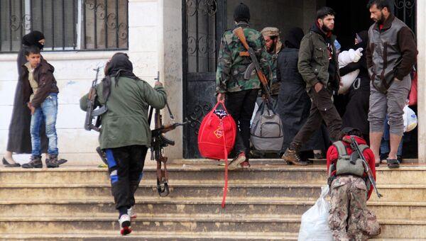 Боевики во время переезда из пригорода Дамаска Хан-эш-Шейха в провинцию Идлиб. Декабрь 2016
