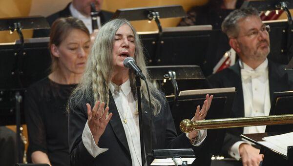 Рок-исполнительница из США Патти Смит во время награждения Нобелевских лауреатов в Стокгольме