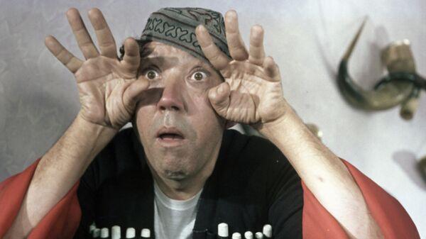 Артист Юрий Никулин в роли Балбеса в кинофильме Кавказская пленница, или новые приключения Шурика