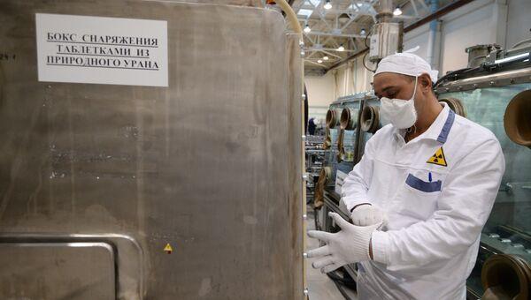 Участок изготовления тепловыделяющих элементов для АЭС. Архивное фото