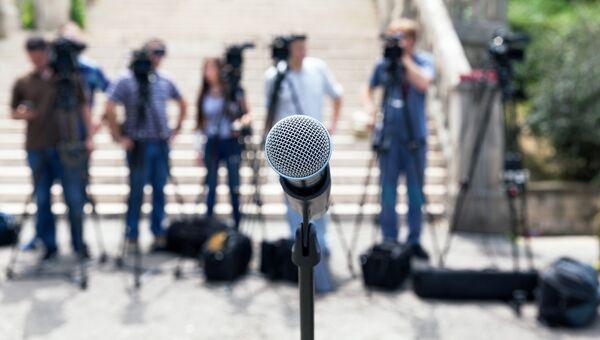 Журналисты перед началом пресс-конференции