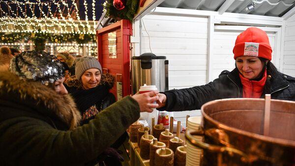 Новогодняя ярмарка на Тверской площади в Москве, где открылся фестиваль Путешествие в Рождество