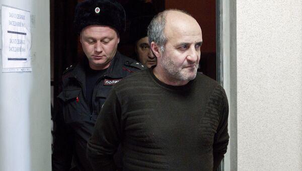 Задержанный по делу о массовом отравлении парфюмерным концентратом Боярышник в Ленинском районном суде Иркутска. 23 декабря 2016