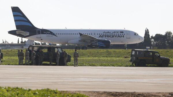 Самолет ливийской авиакомпании Afriqiyah Airways в аэропорту Мальты. 23 декабря 2016