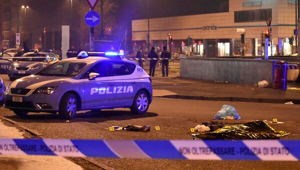 Тело подозреваемого в совершении теракта в Берлине Аниса Амри, застреленного полицейскими, в Милане