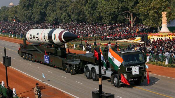 Межконтинентальная баллистическая ракета Агни-5 во время военного парада в Нью-Дели