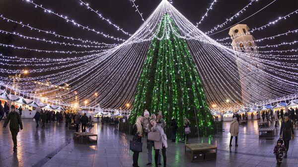 Новогодняя елка на Соборной площади в Вильнюсе, Литва