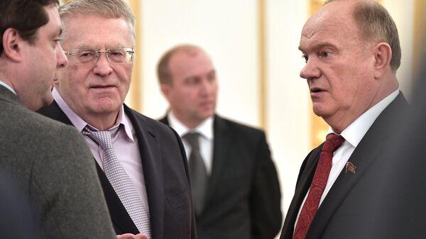 Геннадий Зюганов и Владимир Жириновский в Кремле перед началом заседания Государственного совета об экологическом развитии РФ. 27 декабря 2016