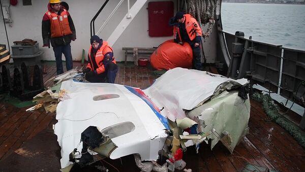 Фрагменты самолета Ту-154, потерпевшего крушение над Черным морем у берегов Сочи