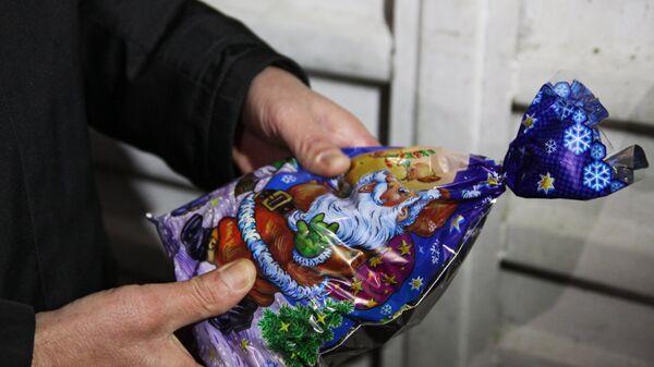 Гуманитарный конвой МЧС России с новогодними подарками прибыл в Донбасс
